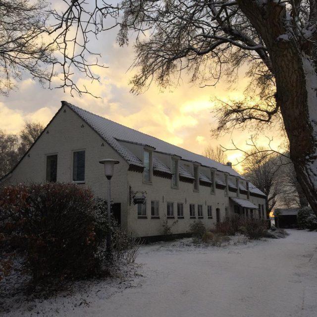 HoffenterHof met ochtendsneeuw zaterdag sunrise snowysunrise sneeuw snow limburg halernoordhellip