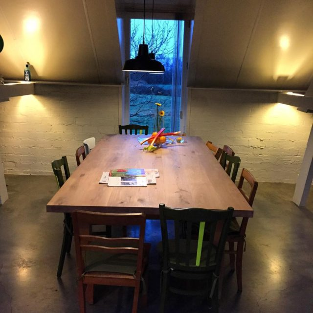Trots op onze nieuwe eettafel  vergadertafel voor 12 personenhellip